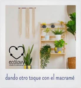 decorar el descansillo de una escalera con macramé
